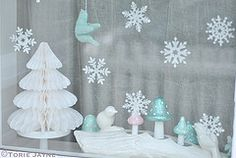 Inspired by my 'Bringing Christmas outside' garland and wreath, I decided to make mini pom poms to hang in my window. I combined them with my glass marbled snowflakes I decorated a couple of years ago Blue Christmas, Vintage Christmas, Christmas Tree, Gift Bows, Christmas Inspiration, How To Make Bows, Winter Wonderland, Snowflakes, Garland