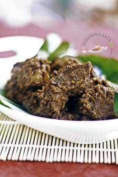 Beef Rendang - Rendang Daging on Foodista Asian Recipes, Beef Recipes, Cooking Recipes, Asian Foods, Beef Rendang Recipe, Indonesian Cuisine, Indonesian Recipes, Malaysian Food, Exotic Food