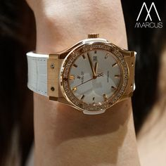 Elegant to the max! The Hublot Classic Fusion in rose gold with the white dial and strap.