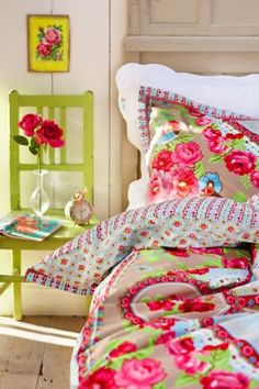 Bedroom: Dreamy Spring Bedroom Decor Ideas With Colorful Bedcover Also Green Wooden Chair With Transparent Glass Vase And Red Rose Design Ideas: 26 Awesome Spring Bedroom Decor Ideas