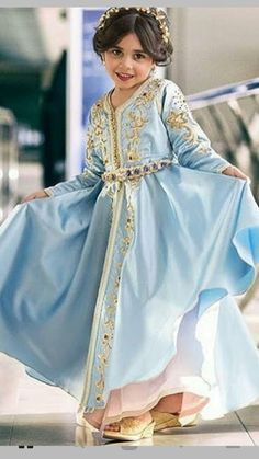 en ligne a paris Morrocan Dress, Moroccan Caftan, Caftan Instagram, Young Fashion, Kids Fashion, Little Girl Dresses, Girls Dresses, Fashion Wear, Fashion Dresses