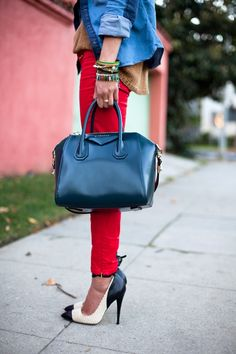 Brown sweater, red skinny, tote bag and amazing black and white shoes.
