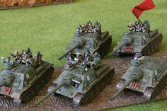 SU100s for Flames of War. Painted by Panzer Shule.
