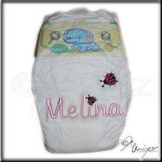 Bestickte Windel - für kleine Puppenmütter oder auch frischgebackene Eltern. http://uniqz.de/produkte/erstlingswindel_bestickt/
