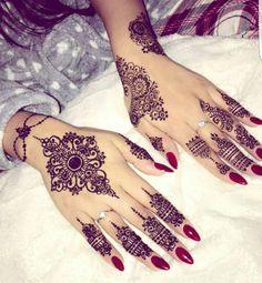 White Henna Tattoo, Henna Tattoo Hand, Henna Body Art, Henna Mehndi, Body Art Tattoos, Henna Art, Cool Henna Designs, Beautiful Henna Designs, Latest Mehndi Designs