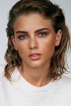 15 Of The Boldest Eyebrow Transformations Of 2014 (I would never have guessed who this was!)