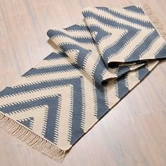 Nate Berkus Rug - more here: http://mylusciouslife.com/famous-folk-at-home-with-nate-berkus/