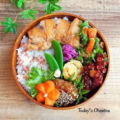 Japanese Lunch Box, Japanese Dishes, Japanese Food, Food N, Food And Drink, Bento Box Lunch, Mindful Eating, Food For A Crowd, Food Presentation