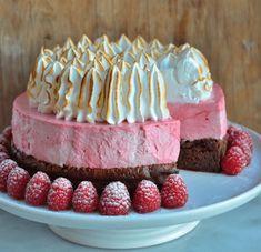 Oh my God kake - En helt fantastisk festkake - Franciskas Vakre Verden No Bake Desserts, Just Desserts, Raspberry Mousse Cake, Cake Recipes, Dessert Recipes, Norwegian Food, Eat Dessert First, Sweet Cakes, Party Cakes