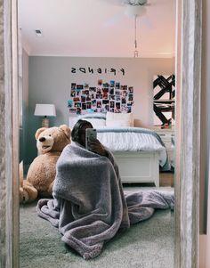 small bedroom design , small bedroom design ideas , minimalist bedroom design for small rooms , how to design a small bedroom My New Room, My Room, Girl Room, Small Room Bedroom, Bedroom Decor, Bedroom Lighting, Mirror Bedroom, Bedroom Inspo, Master Bedrooms