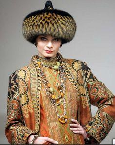 SAMARKAND/EVENTYRLIGE PELSHATTE: Ruslands Røde Dior