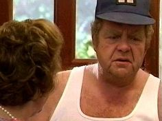 Welcome to the Hyacinth Bouquet Dreamland - The Keeping Up Appearances Gallery! Enjoy the pictures from the famous BBC comedy and the memories will come back. British Comedy Series, British Sitcoms, Hyacinth Bouquet, Keeping Up Appearances, Working Class, Keep Up, Bucket, Actresses, Fan