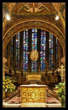 "Aachen Cathedral, the ""Emperor's Cathedral"". The church is the oldest cathedral in northern Europe. Construida bajo las ordenes de carlomagno. Aquisgran, Alemania (capital del imperio carolingio)"