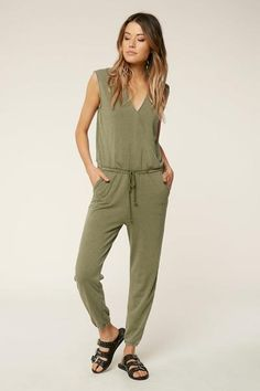 A comfortable knit jumpsuit to wear out in any casual situation. This is an oversized style, for a fitted look size down. Summer Outfits, Girl Outfits, Fashion Outfits, Summer Dresses, Honeymoon Outfits, Honeymoon Clothes, Surf Wear, Surf Outfit, Surf Style