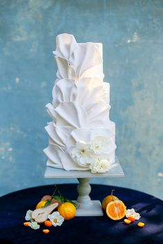 Al Fresco Inspiration in Blau - Cake Decorating Dıy Ideen Elegant Wedding Cakes, Beautiful Wedding Cakes, Wedding Cake Designs, Beautiful Cakes, Elegant Cakes, Al Fresco Dinner, Fantasy Cake, Cake Trends, Painted Cakes