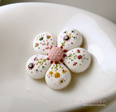 Pretty details!  Bloom. Hand made polymer clay brooch in white. Made by EvaThissen