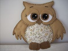 Discover thousands of images about Coruja de Feltro-Pequena no Felt Owls, Felt Birds, Felt Animals, Felt Christmas, Christmas Crafts, Nursing Home Crafts, Owl Sewing, Felted Wool Crafts, Felt Embroidery