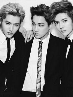 Meu Deus do céu!!! já amo eles...e a foto ainda ta em preto em brancoooo *u* Kris Kai Luhan Luhan meu deus!!!