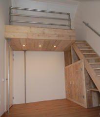 Videbed / hoogslaper op steigerbuis palen
