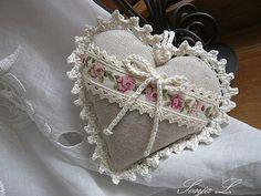 kalpli dantel yastık modeli