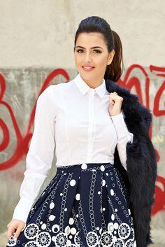 Camasa PrettyGirl Vision White. Camasa cu maneci lungi. Se potriveste foarte bine la pantaloni dar o poti purta si cu fuste conice. Nu uita de pantofi cu toc pentru un look complet.