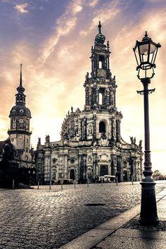 Dresden, Katholische-Hofkirche, Schlossplatz, Himmel, Laterne