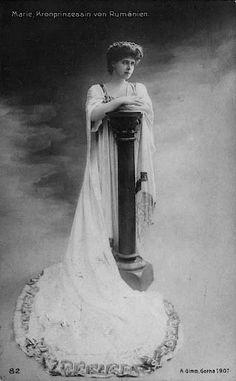 1907 Marie Romania standing