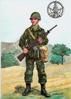 Esercito Italiano - fante del 52° Reggimento, 1988 Military Uniforms, Military Art, Military History, Italian Army, 1980, Army & Navy, Reggio, Cold War, Law Enforcement