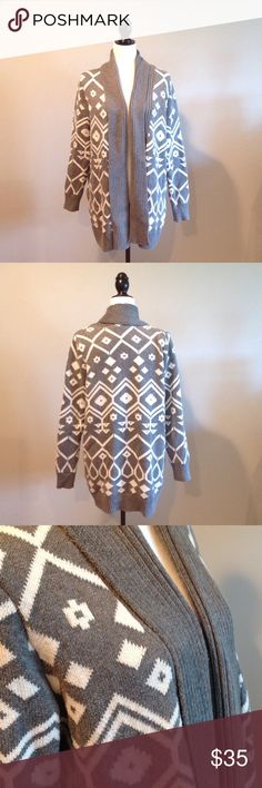 OLD NAVY Grey White Aztec Open Sweater Size Large OLD NAVY Grey White Aztec Open Sweater Size Large like new Sweaters