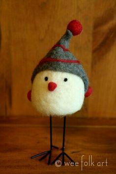 I love this sweet little Christmas bird! Inspiration: Winter bird - Really cute and looks pretty easy to felt. Needle Felted Animals, Felt Animals, Felt Crafts, Holiday Crafts, Diy Laine, Needle Felting Tutorials, Felt Birds, Little Doll, Felt Ornaments