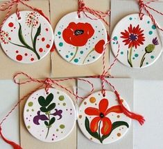 martisoare 2015 Clay Crafts For Kids, Mothers Day Crafts, Diy And Crafts, Arts And Crafts, Paper Crafts, Clay Ornaments, Handmade Ornaments, Diy Christmas Ornaments, Polymer Clay Flowers