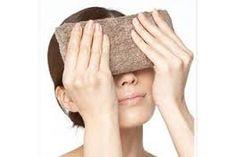 若い世代も目の疲れを訴えている現代では、実に多くの人が目の疲れに悩まされています。仕事などで1日何時間もパソコンとにらめっこする状況が続くと、目の疲れが蓄積して、夕方になると見えにくくなる現象が起こってきます。これが、「夕方老眼」という症状