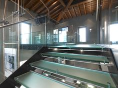 Fontanot has custom-made the staircase and the walkways that strongly characterise this newly renovated space of SABAF at Ospitaletto. The steel and glass staircase was designed by Studio Falconi. The structure is in carbon steel treated with haematite and the treads are in clear toughened glass with the walkable part satin-finished. A stainless steel handrail adorns the toughened glass railings.