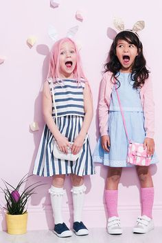 Girls wearing accessories baby clothes children's outfits, m Cute Outfits For Kids, Toddler Girl Outfits, Toddler Fashion, Cute Kids, Young Fashion, Girl Fashion, Vintage Kids Fashion, Kids Fashion Photography, Foto Pose