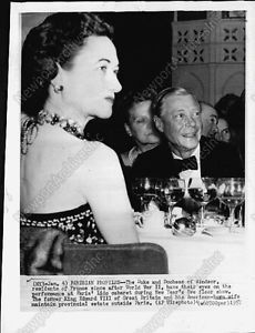 1957-Duchess-and-Duke-of-WINDSOR-at-Paris-Lido-Cabaret-Press-Photo