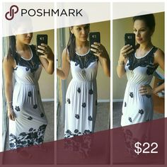 New Black & White Floral Maxi Dress This beautiful black and white floral maxi dress is perfect for the summer... fresh, chic and fancy! Size: M/L Vero&Mar Dresses Maxi