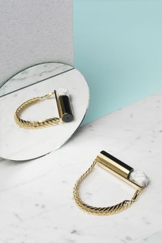 Impressive Jewelry accessories design,Minimalist jewelry shoot and Dainty jewelry photography. Clean Gold Jewelry, Black Jewelry, Dainty Jewelry, Cute Jewelry, Modern Jewelry, Silver Jewelry, Jewelry Accessories, Handmade Jewelry, Jewelry Design