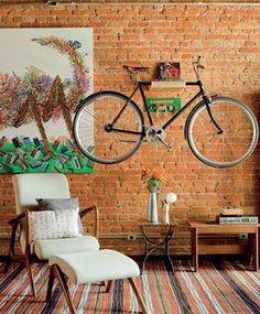 Boa ideia para guardar a bicicleta em casa...;)  Veja mais em http://www.comofazer.org