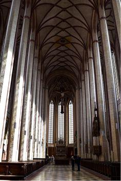 Das imposante Kirchenschiff von St. Martin in Landshut http://www.travelworldonline.de/traveller/landshut-unsere-tipps-fuer-einen-stadtrundgang/?utm_content=bufferc2607&utm_medium=social&utm_source=pinterest.com&utm_campaign=buffer ... #landshut #bayern #visitbayern