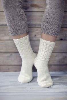 Novita wool socks, Basic socks made with Novita Nalle (Teddy Bear) yarn - Super knitting Crochet Socks, Knitting Socks, Free Knitting, Toe Up Socks, Sexy Socks, Knitting Videos, Knitting Projects, Swatch, Easy Knitting Patterns