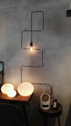 Reminder of possibility to do zig zag pattern on wall with rope cord of my penda. Reminder of possibility to do zig zag pattern on wall with rope cord of my pendant Porch Light Bulb, Globe Lights, Wall Lights, Interior Design Living Room, Interior Decorating, Diy Lampe, Diy Home Decor, Room Decor, Industrial Design Furniture