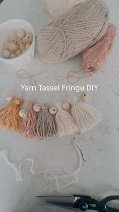 Diy Crafts For Home Decor, Cute Crafts, Yarn Crafts, Diy Crafts To Sell, Wood Bead Garland, Beaded Garland, Do It Yourself Inspiration, Crafty Craft, Crafting
