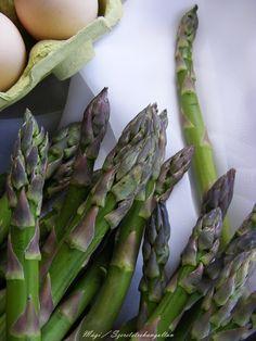 szeretetrehangoltan: Spárgás frittata, azaz sült csirágos tojáslepény Frittata, Mozzarella, Asparagus, My Photos, Vegetables, Blog, Studs, Veggies, Veggie Food