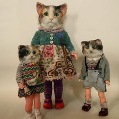 Toys In The Basement: Beautiful Creepy Dolls By Annie Montgomerie Fabric Animals, Felt Animals, Cat Doll, Creepy Dolls, Little Doll, Here Kitty Kitty, Soft Sculpture, Textile Sculpture, Felt Dolls