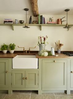Sage Green Kitchen, Green Kitchen Cabinets, Painting Kitchen Cabinets, Kitchen Backsplash, Cottage Kitchen Counters, Wooden Worktop Kitchen, Kitchen Cupboard Colours, Beech Kitchen, Olive Kitchen