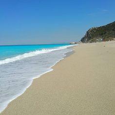 #summerishere ! #kathisma #paradisebeach #today !!! . . #travelphoto #instaphoto #instatravel #beach #Lefkada #visitlefkada #crystalclearwater #instapic #Vacation #holidaymood #holidays