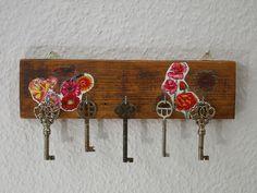 Hakenleiste mit  Blumen Motiv, Holz Schlüsselbrett von Schlueter-Home-Design auf DaWanda.com
