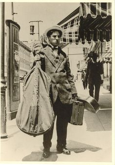 Charlie Chaplin , Karno tour usa with cello and violin square Chaplin Film, Charles Spencer Chaplin, Fawn Colour, Bad Memories, Chant, Charlie Chaplin, Silent Film, Old Movies, The Dreamers