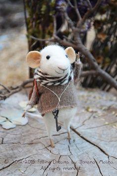 Little Treasures Hunter Mouse - needle felting