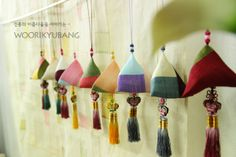 Pyramid-shaped Korean patchwork ornaments | 삼각향낭의 향연(?) ^^ :